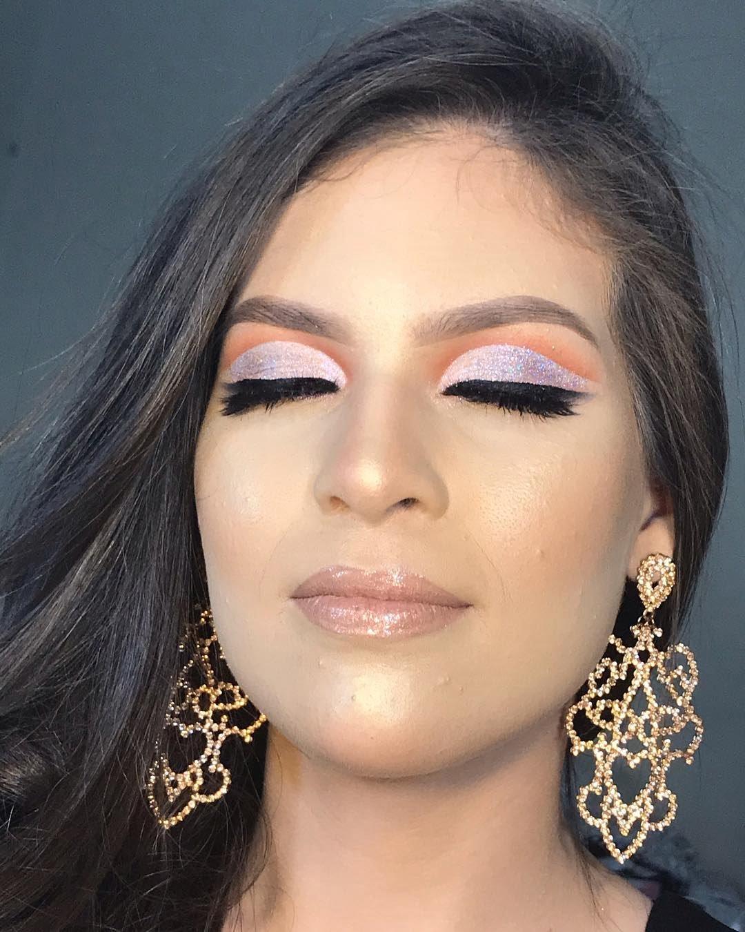40 inspirações de maquiagem com glitter para brilhar em qualquer ocasião - 35