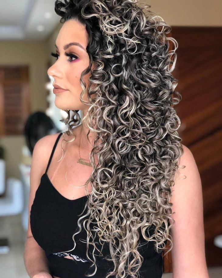 corte de cabelo cacheado 50