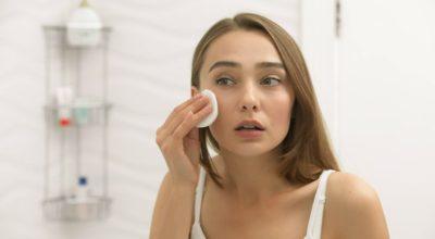 Água micelar: conheça o poder de limpeza do produto para a sua pele