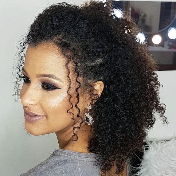 Penteados para cabelos crespos: 60 imagens estilosas para se inspirar - 38