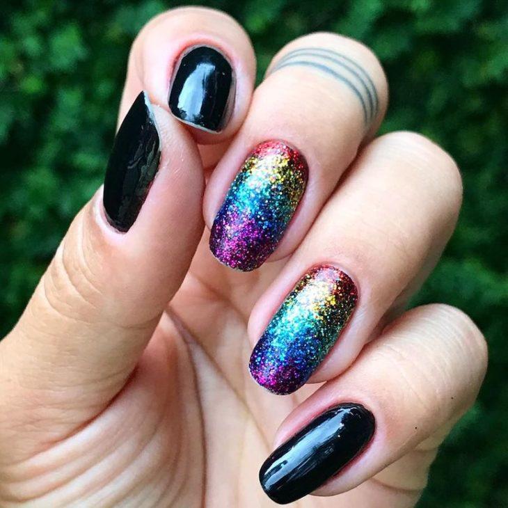 Unhas com glitter: 45 maneiras de arrasar no visual - 31