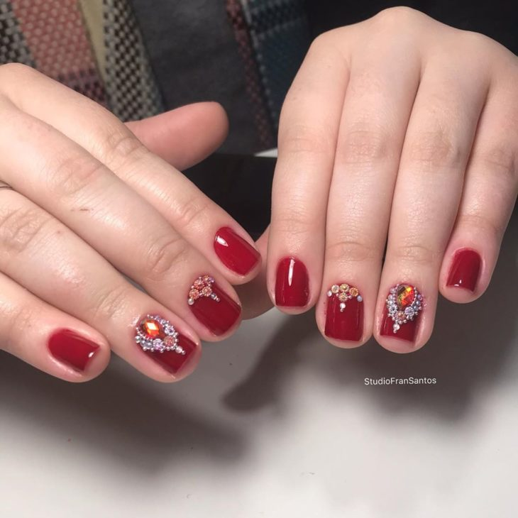 Unhas decoradas vermelhas: 40 ideias incríveis para apostar na cor da paixão - 18