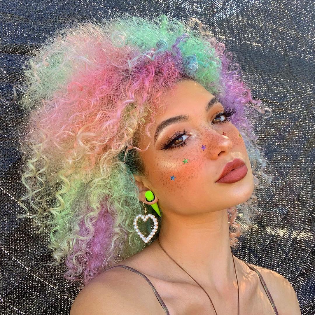 cabelo cacheado colorido 18