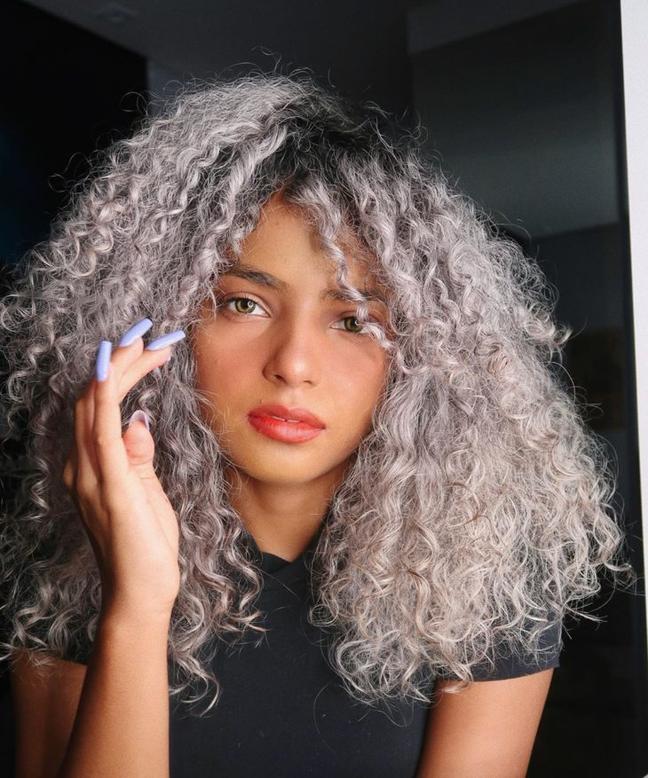 cabelo cacheado platinado 2