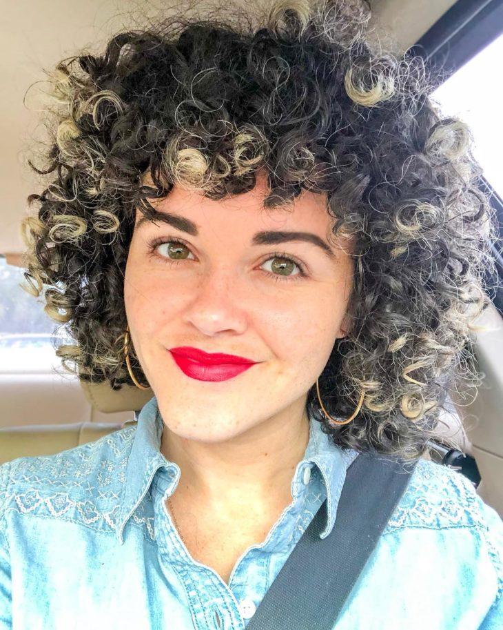 cabelo cacheado platinado 42