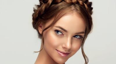 Tiara de trança: 30 ideias para um penteado marcante e inesquecível