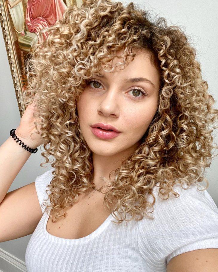 cabelo cacheado com franja 33