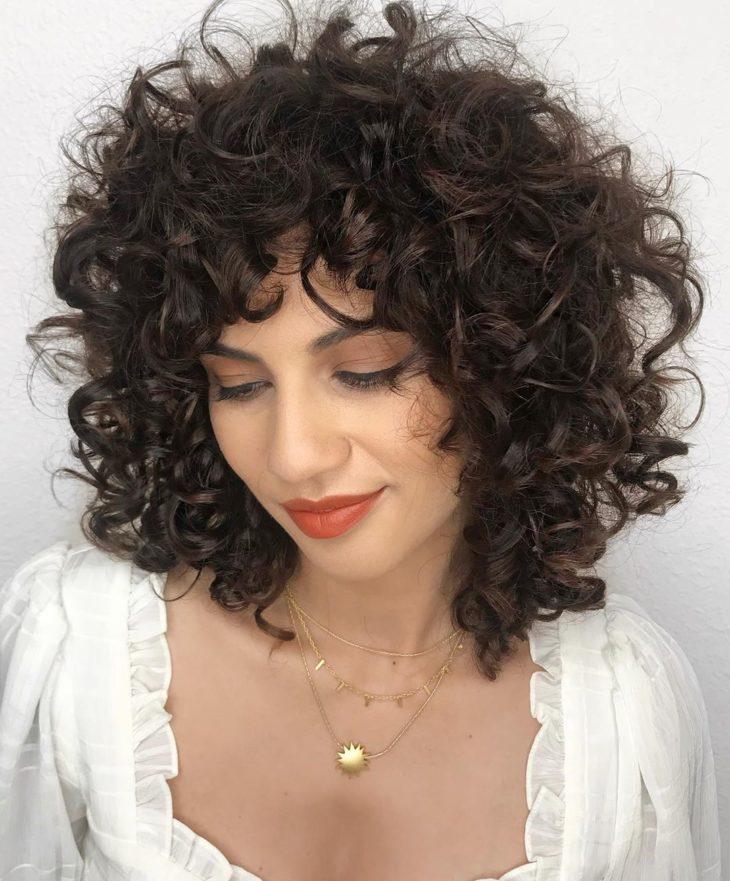 cabelo cacheado com franja 37