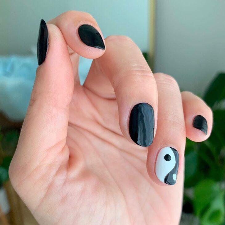 unhas pretas decoradas 10