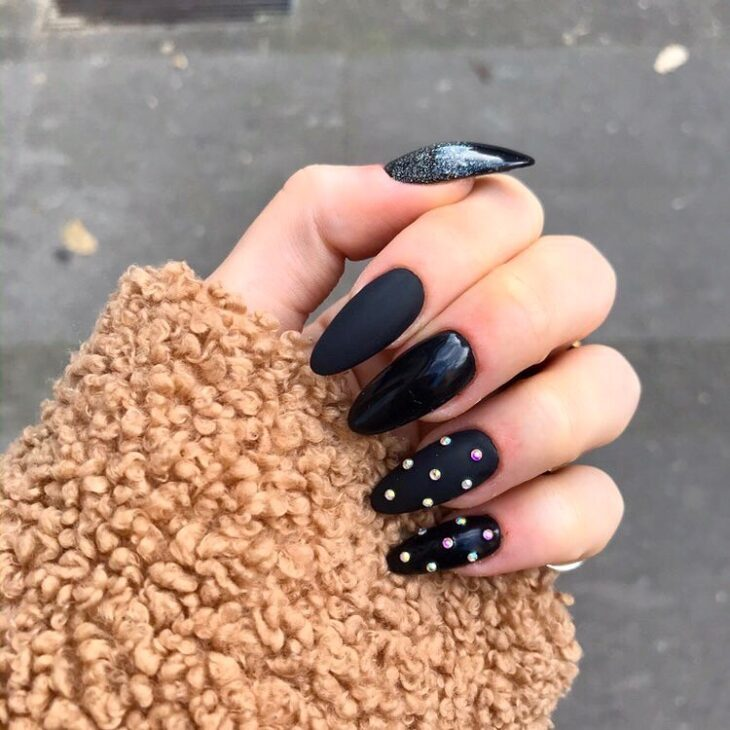 unhas pretas decoradas 22