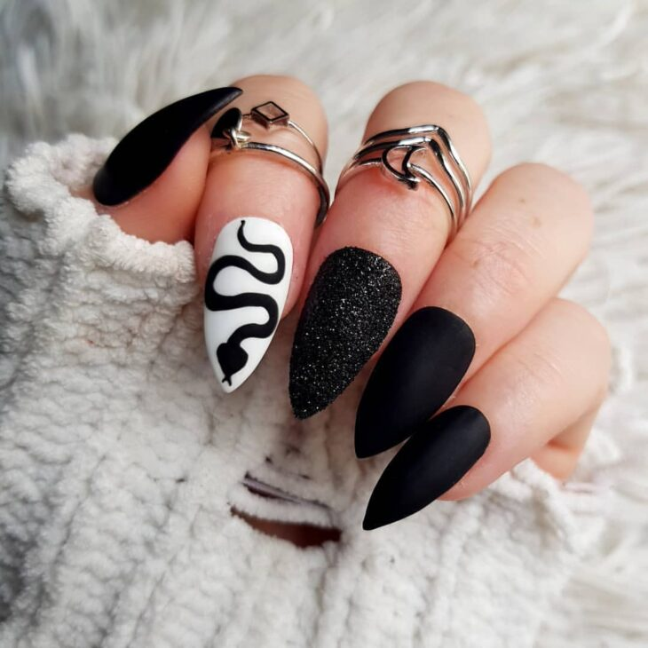 unhas pretas decoradas 46