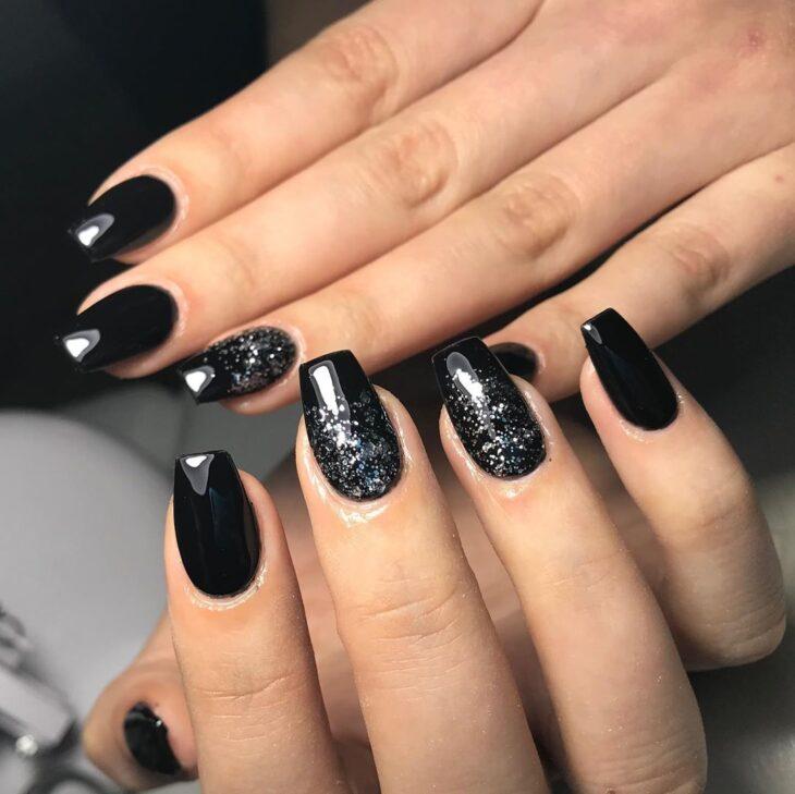 unhas pretas decoradas 50