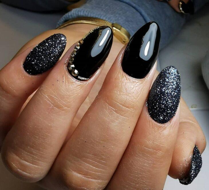 unhas pretas decoradas 74