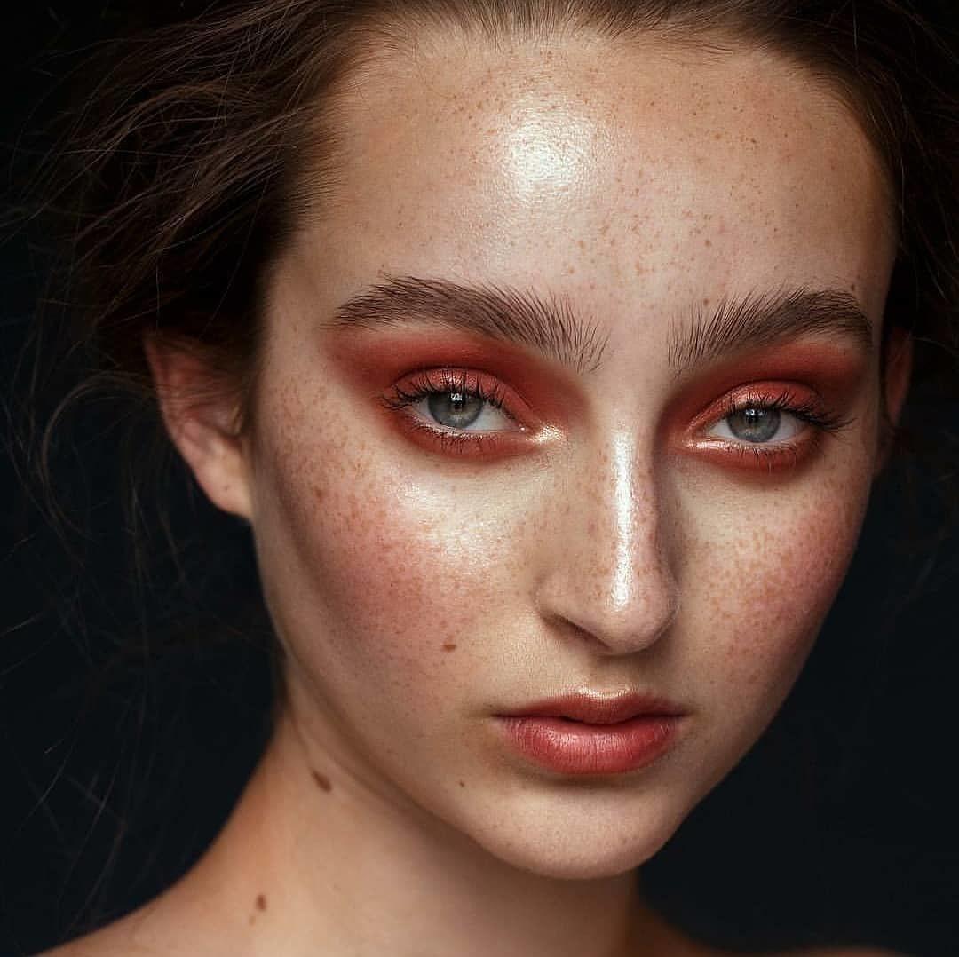 maquiagem com sombra vermelha 44
