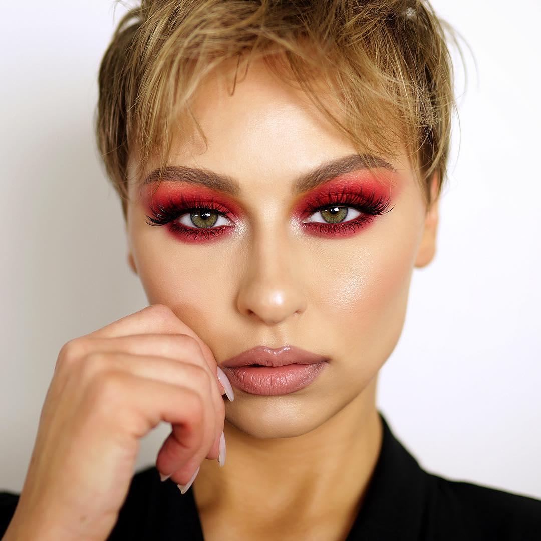 maquiagem com sombra vermelha 60