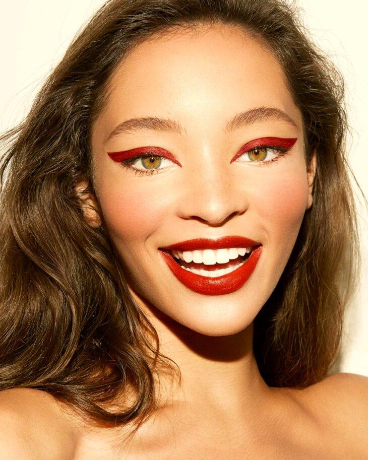 maquiagem com sombra vermelha 34