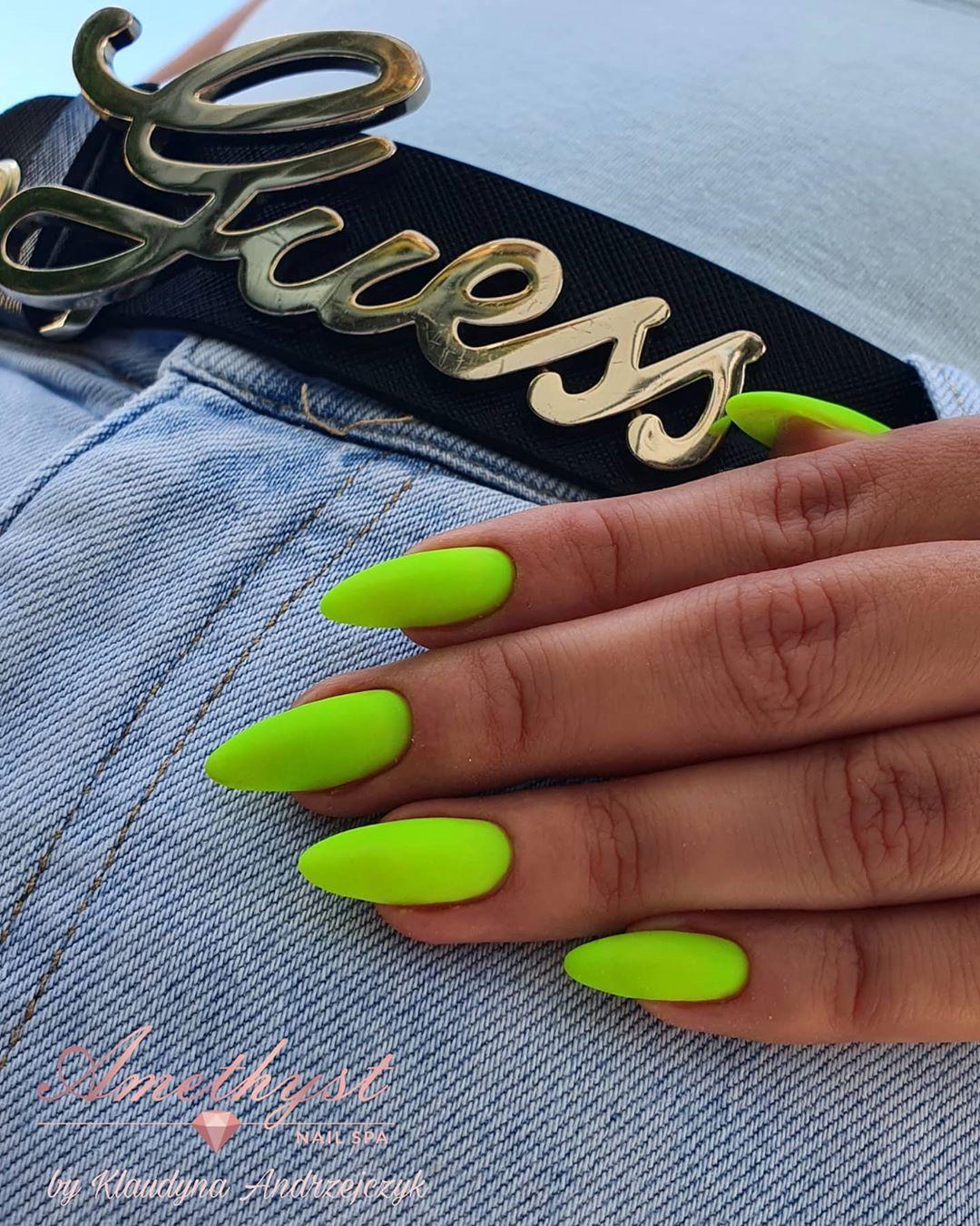 unhas neon 36