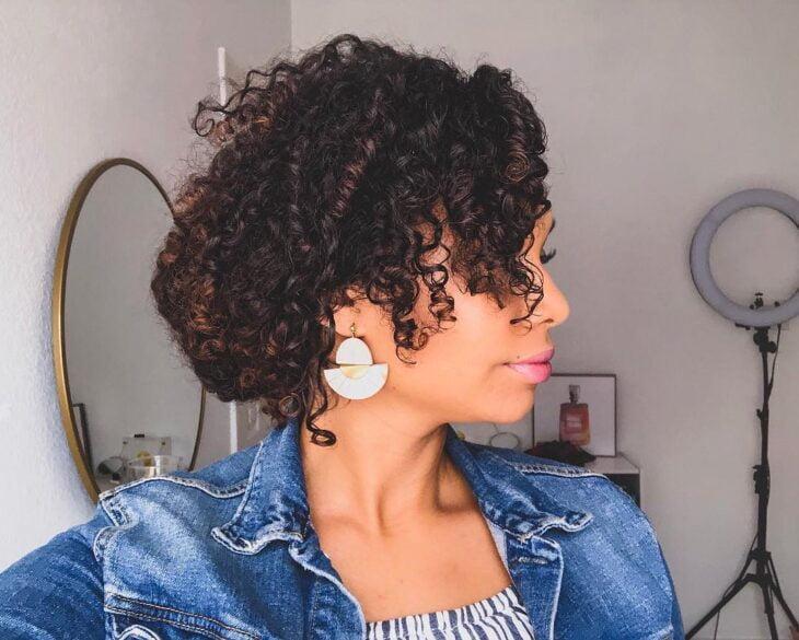 45 fotos e tutoriais de penteados para cabelo cacheado curto - 34
