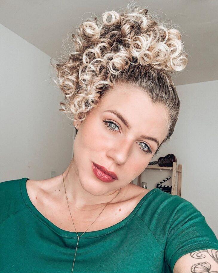 45 fotos e tutoriais de penteados para cabelo cacheado curto - 41