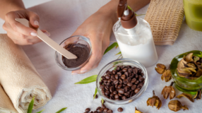 Hidratação com café: conheça os benefícios e 10 receitas para os fios
