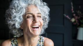 30 fotos que vão te provar como o cabelo grisalho pode ser estiloso