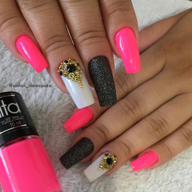 90 unhas decoradas rosa que unem delicadeza e estilo - 18