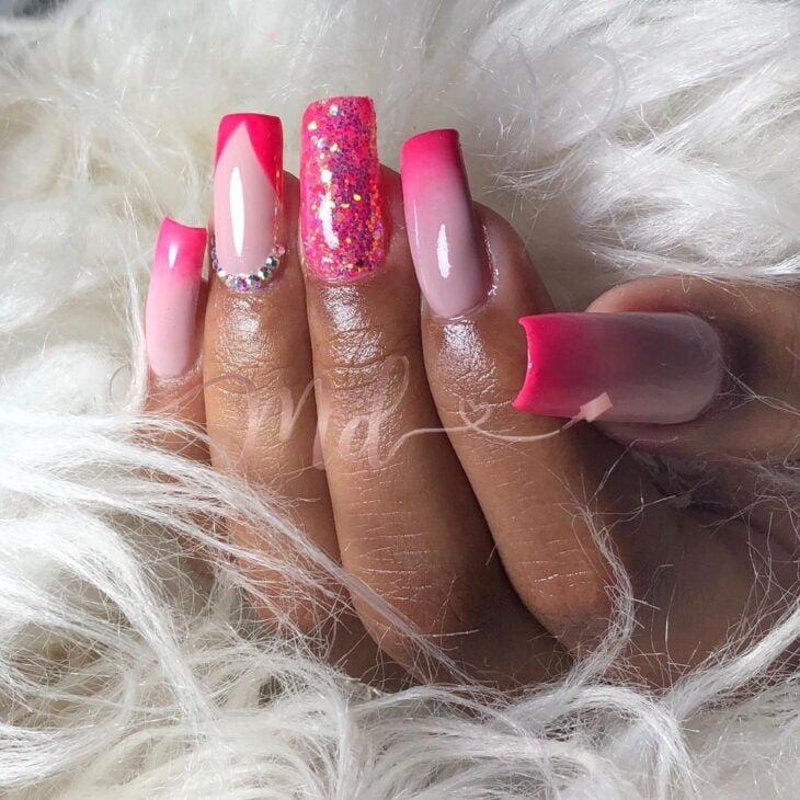 90 unhas decoradas rosa que unem delicadeza e estilo - 22