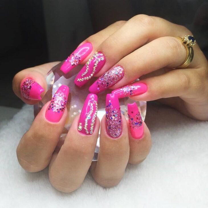 90 unhas decoradas rosa que unem delicadeza e estilo - 29