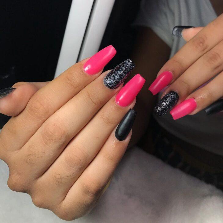 90 unhas decoradas rosa que unem delicadeza e estilo - 44
