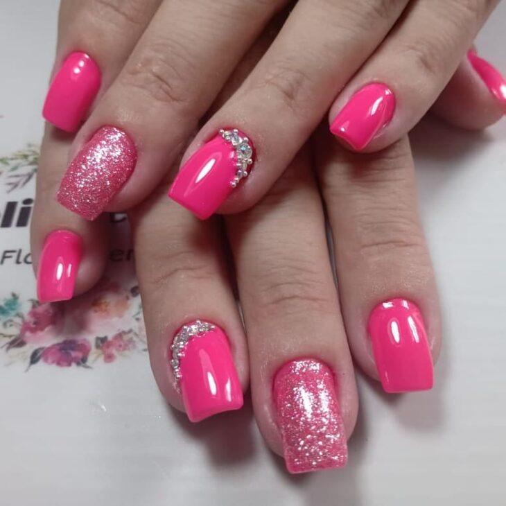 90 unhas decoradas rosa que unem delicadeza e estilo - 71