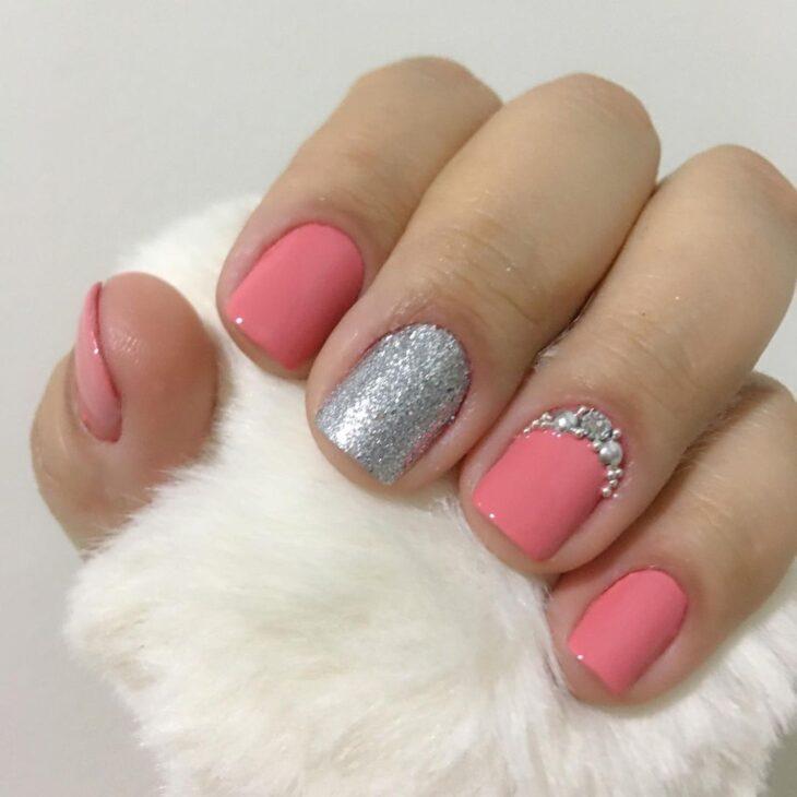 90 unhas decoradas rosa que unem delicadeza e estilo - 74