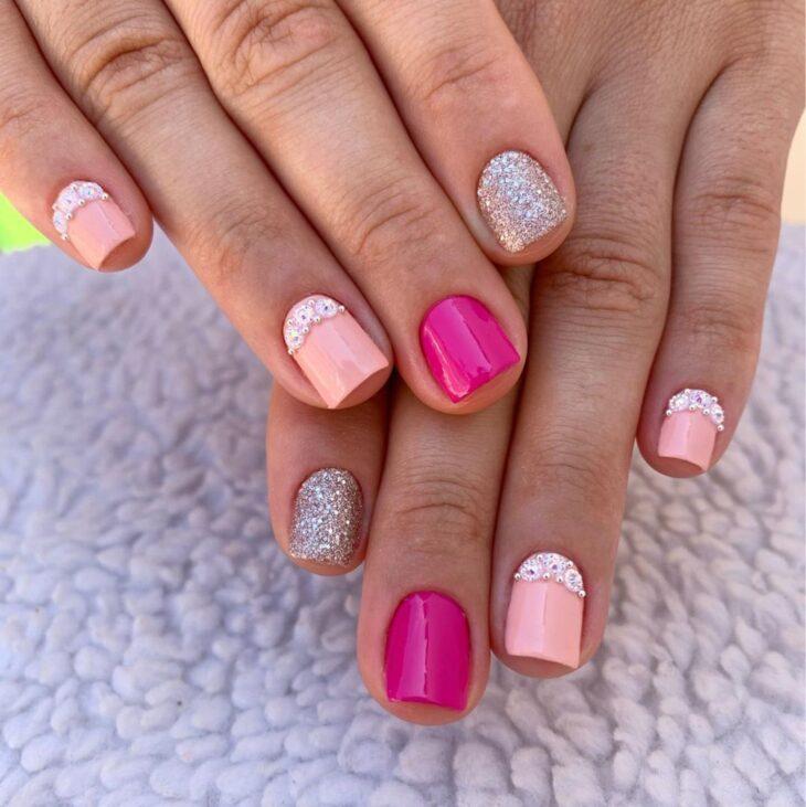 90 unhas decoradas rosa que unem delicadeza e estilo - 85