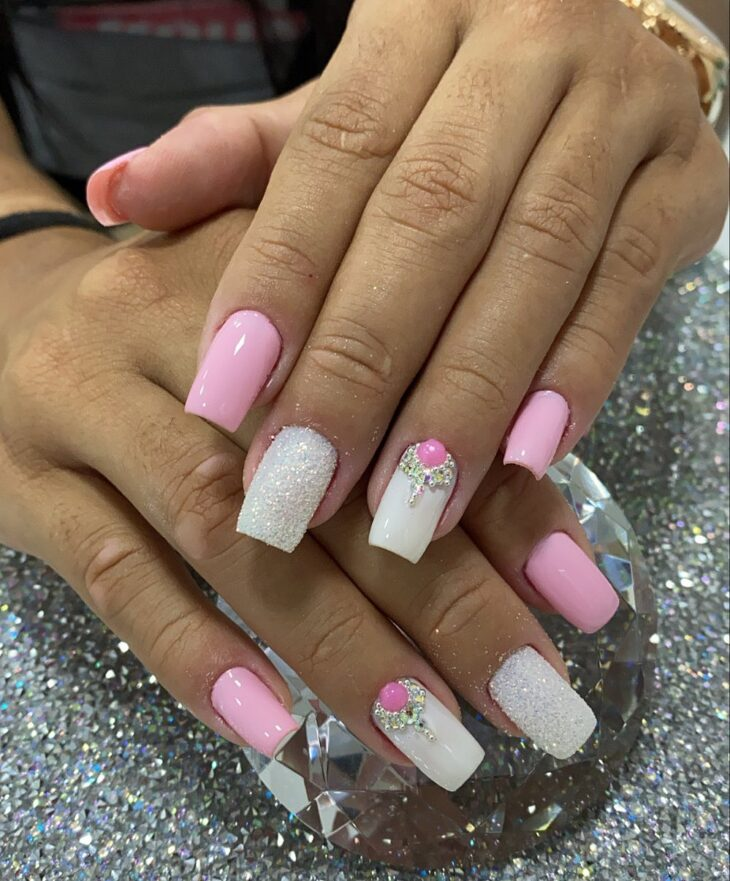 90 unhas decoradas rosa que unem delicadeza e estilo - 86