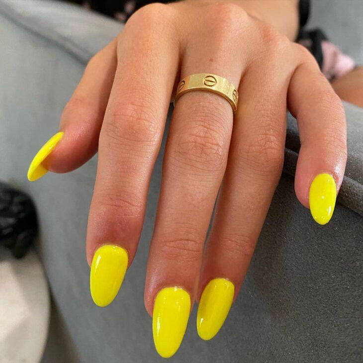 40 fotos + tutoriais de unhas coloridas para inovar na nail art - 3