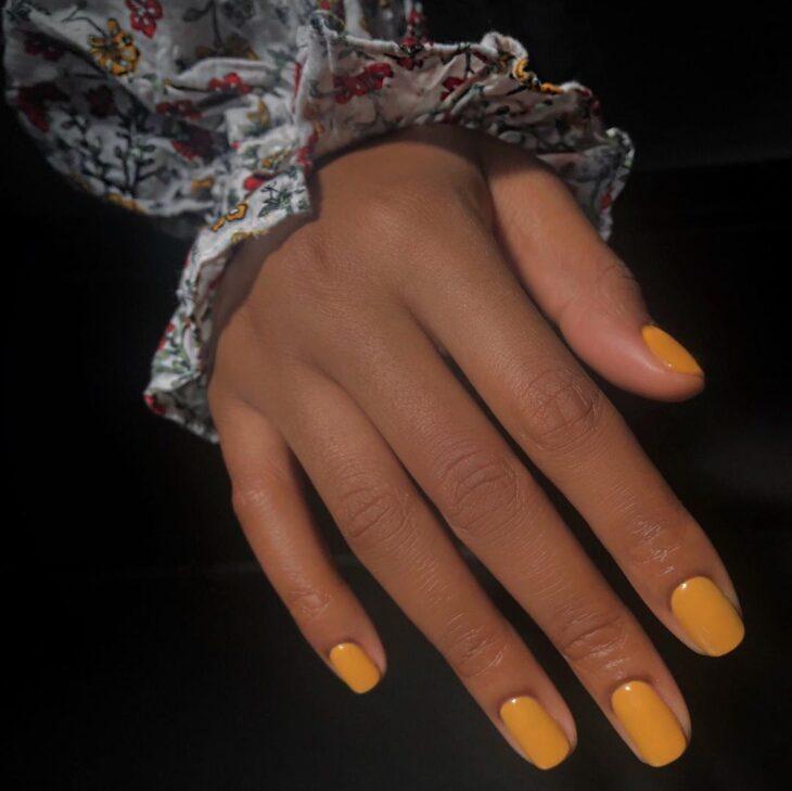 40 fotos + tutoriais de unhas coloridas para inovar na nail art - 1
