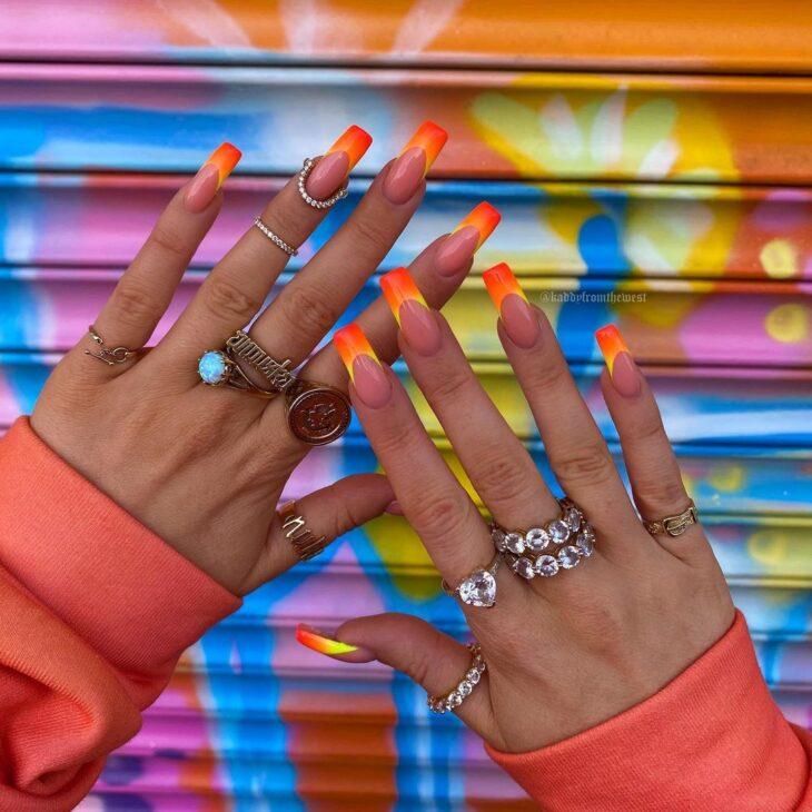 40 fotos + tutoriais de unhas coloridas para inovar na nail art - 28