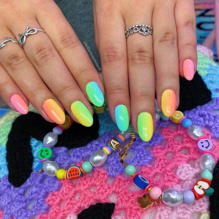 40 fotos + tutoriais de unhas coloridas para inovar na nail art - 29
