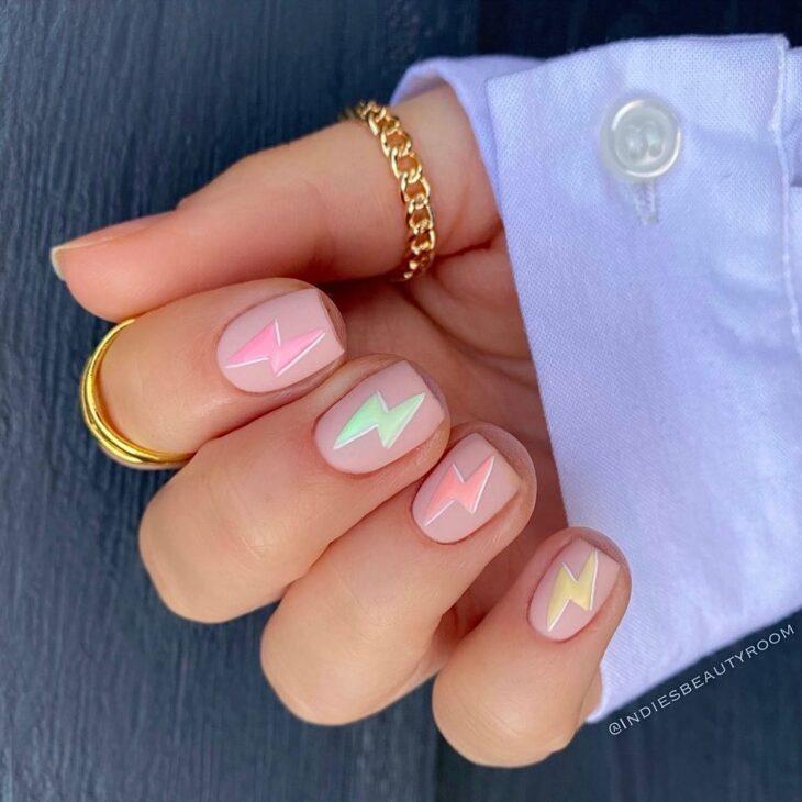 40 fotos + tutoriais de unhas coloridas para inovar na nail art - 30