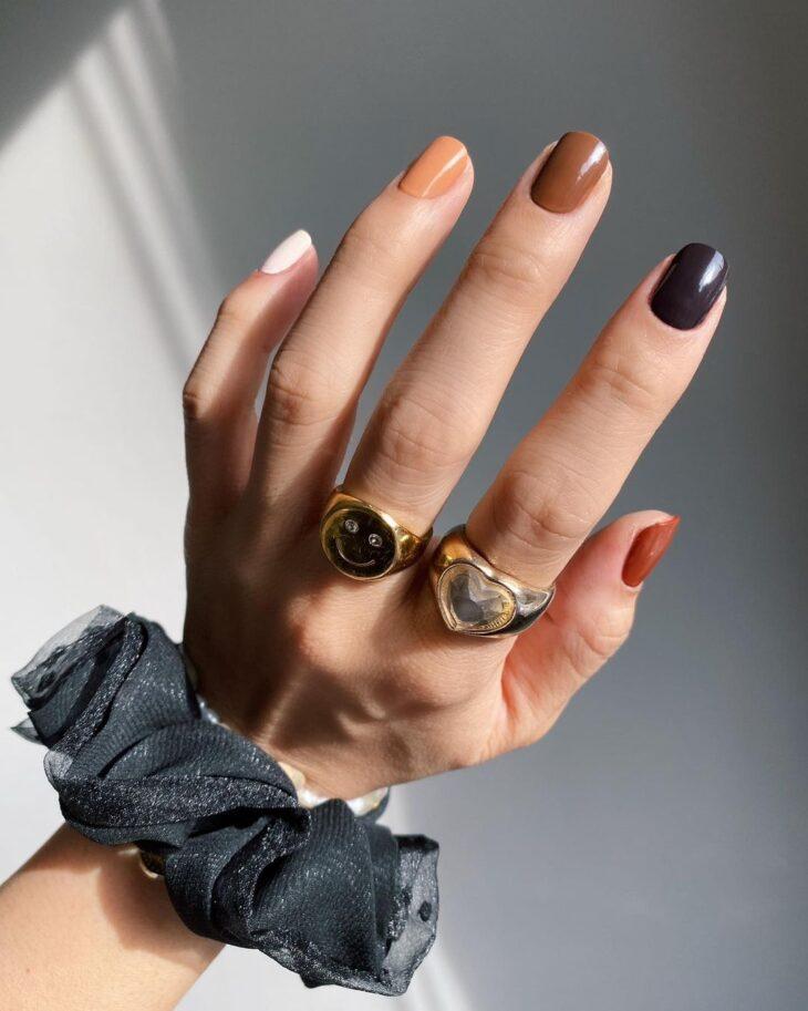 40 fotos + tutoriais de unhas coloridas para inovar na nail art - 34
