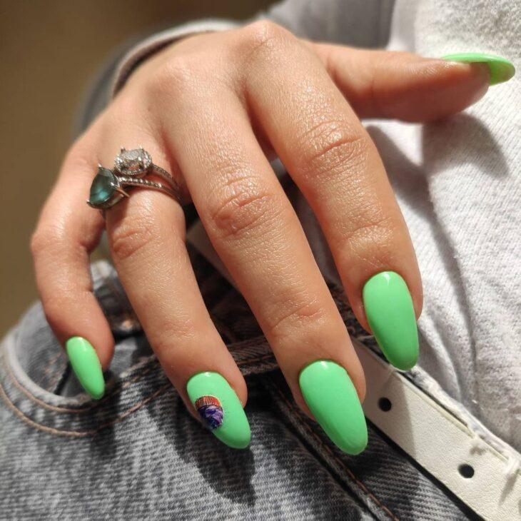 40 fotos + tutoriais de unhas coloridas para inovar na nail art - 11