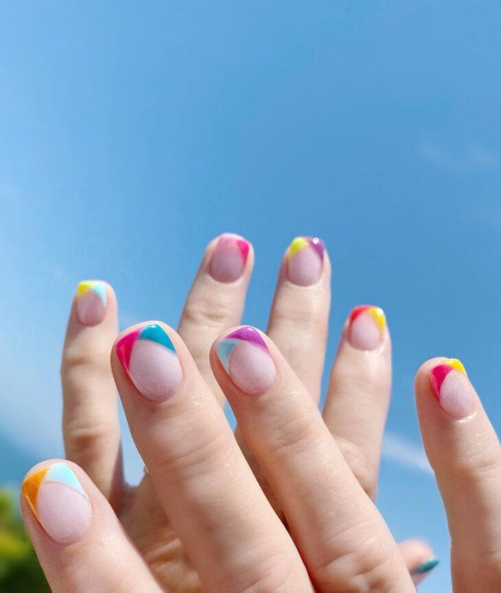 40 fotos + tutoriais de unhas coloridas para inovar na nail art - 20