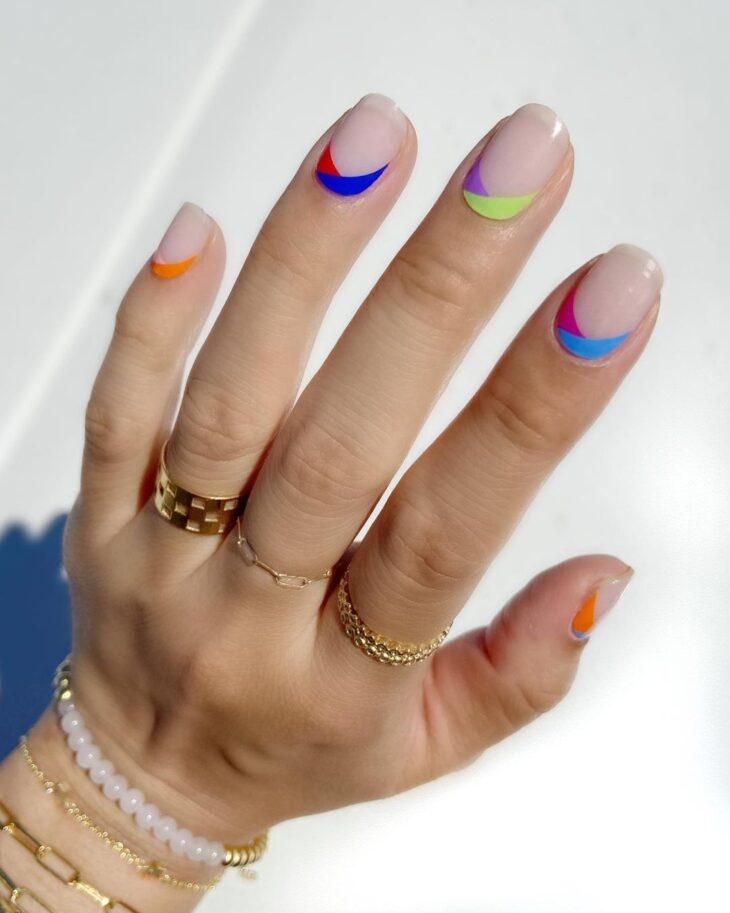40 fotos + tutoriais de unhas coloridas para inovar na nail art - 18