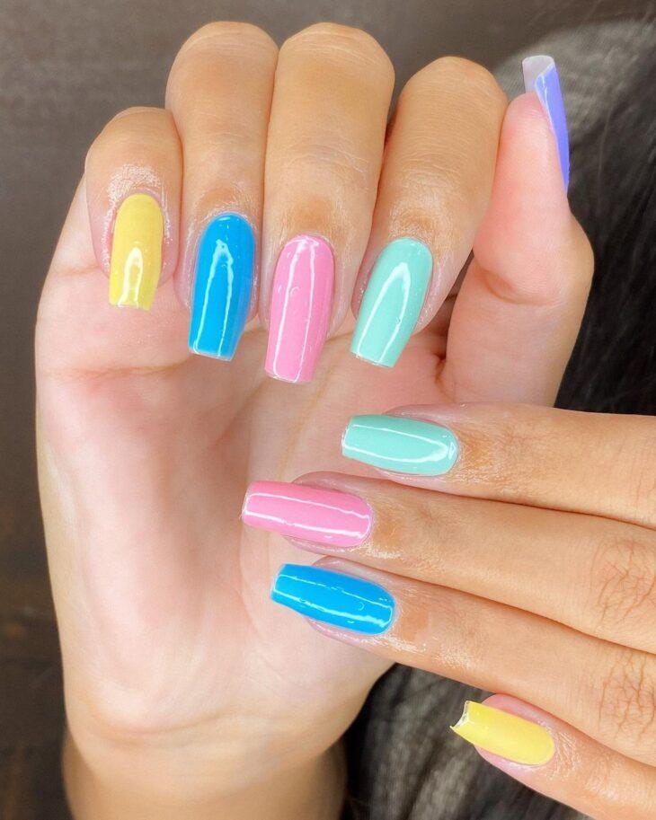 40 fotos + tutoriais de unhas coloridas para inovar na nail art - 35