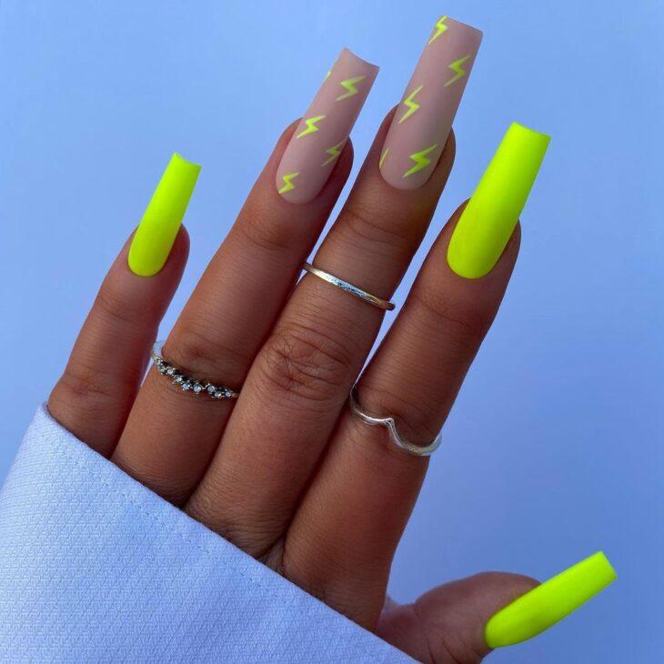 40 fotos + tutoriais de unhas coloridas para inovar na nail art - 37