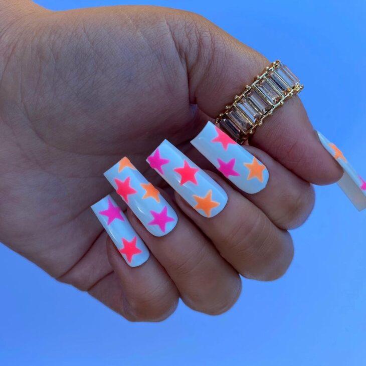 40 fotos + tutoriais de unhas coloridas para inovar na nail art - 38