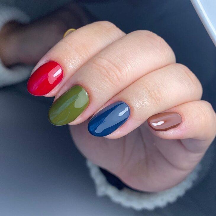 40 fotos + tutoriais de unhas coloridas para inovar na nail art - 41