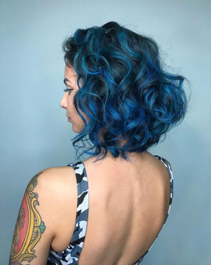 Cabelo cacheado azul 39