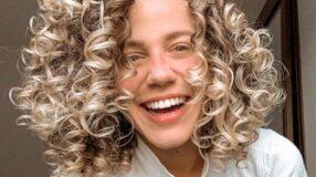 30 fotos de cabelo cacheado médio que vão realçar sua beleza