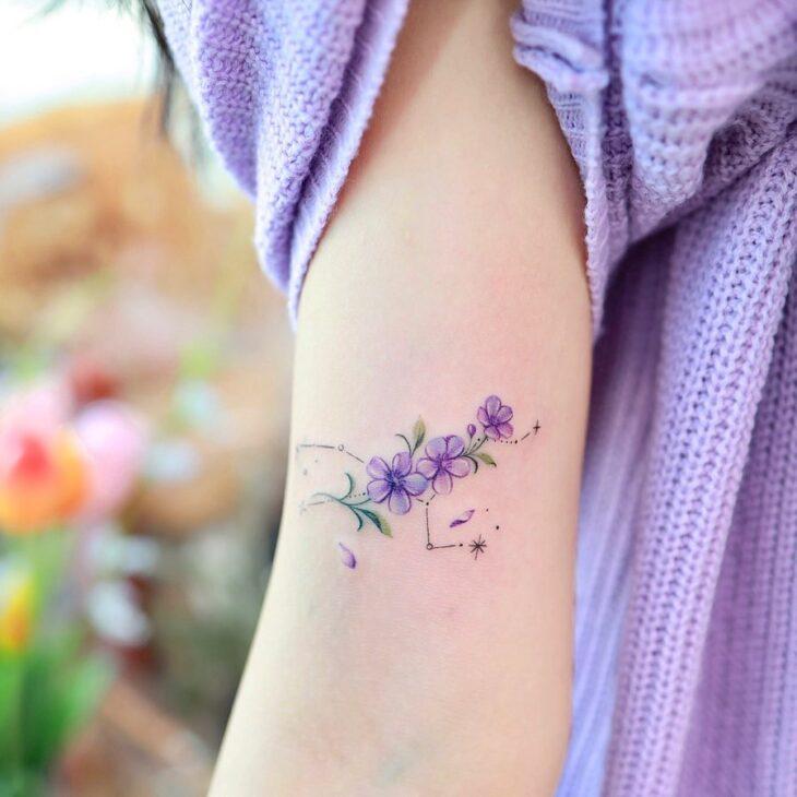 Tatuagem de flor pequena 2