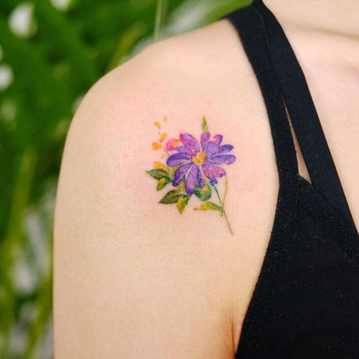 Tatuagem de flor pequena 7